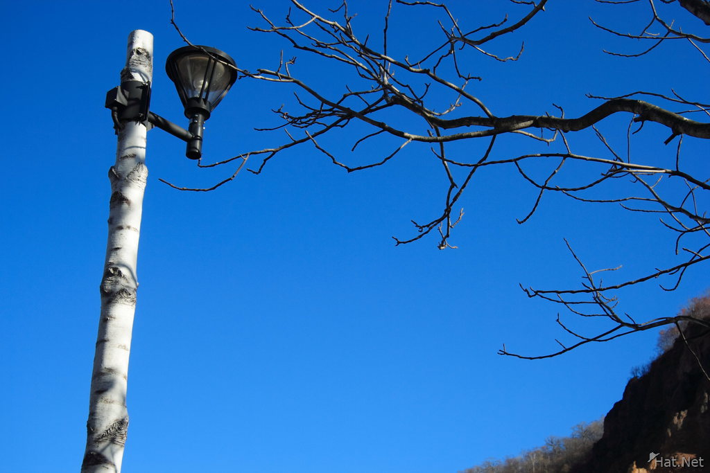 view--hell valley lamp post