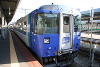 061101091724_transport--noboribetsu_train_in_hakodate