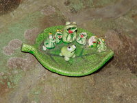 frogs on a leaf