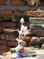 20080923112525_flower_jar_in_wat_suwandawas