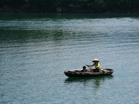 20081006133459_halong_boatpeople