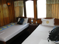 20081006123529_hotel--halong_bay_luxury_boat_room