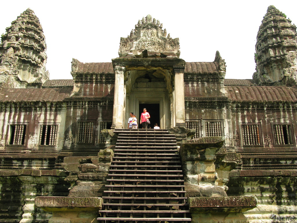 angkor main towers