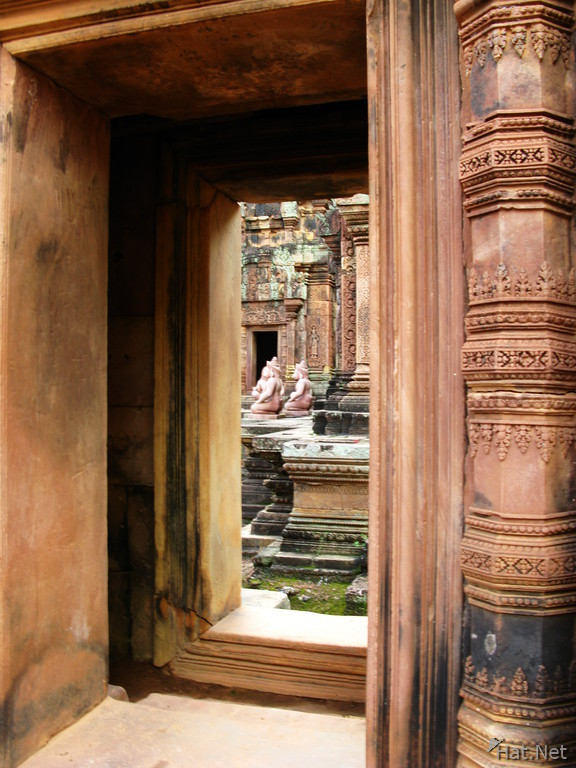 doorway of banteay srei