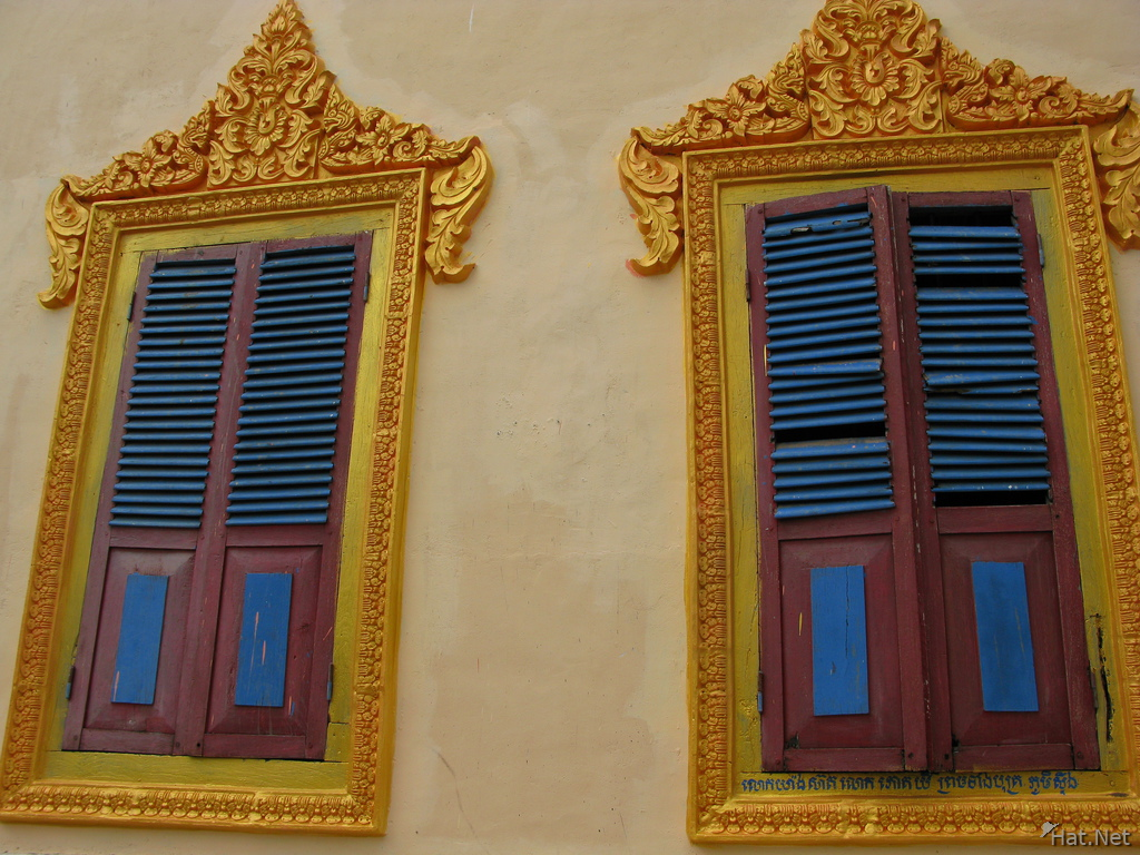 view--windows of new temple near lolei