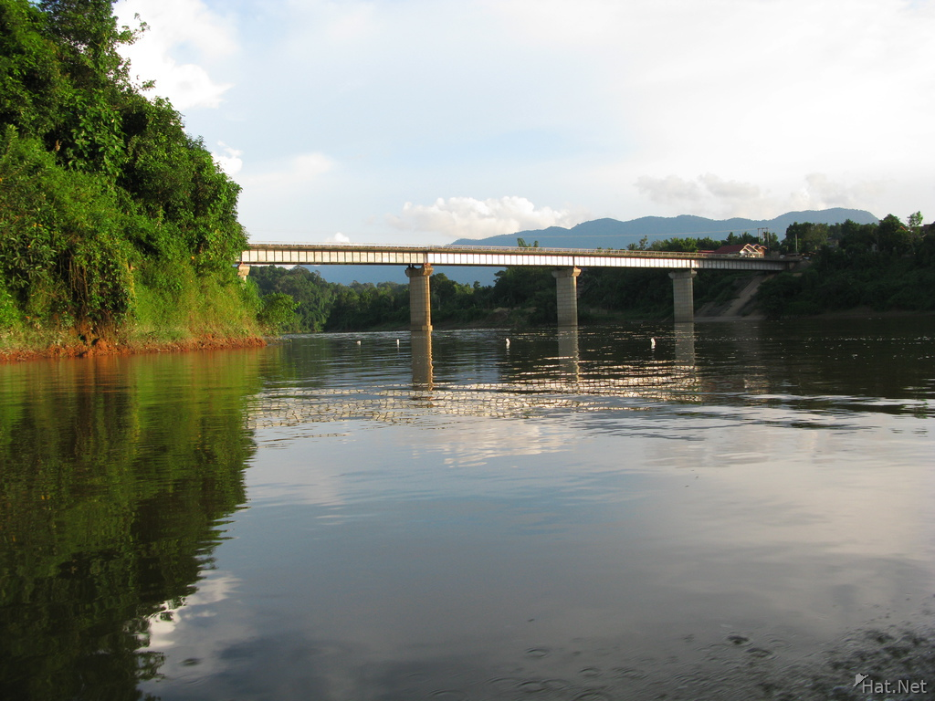 laos friendship bridge