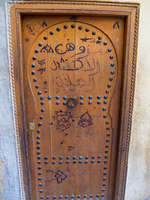 20101103111719_fez_medina_flowered_door