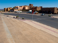 20101017134424_taoutirt_kasbah_road_workers