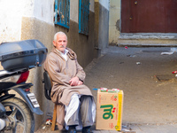 20101105162833_cigarette_seller