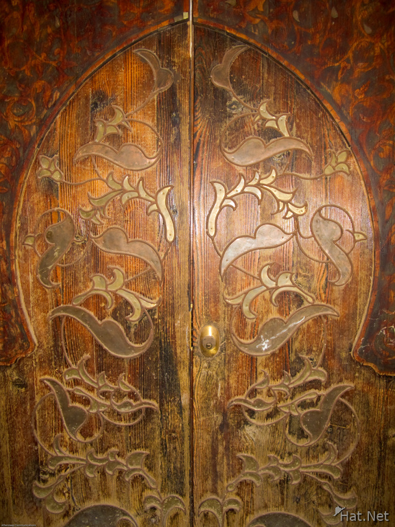wood carved doors in musee si said