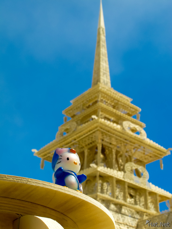 hello Kitty and the temple